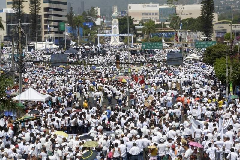 Los cambios en El Salvador, ¿Lo hacen los diputados o el pueblo?