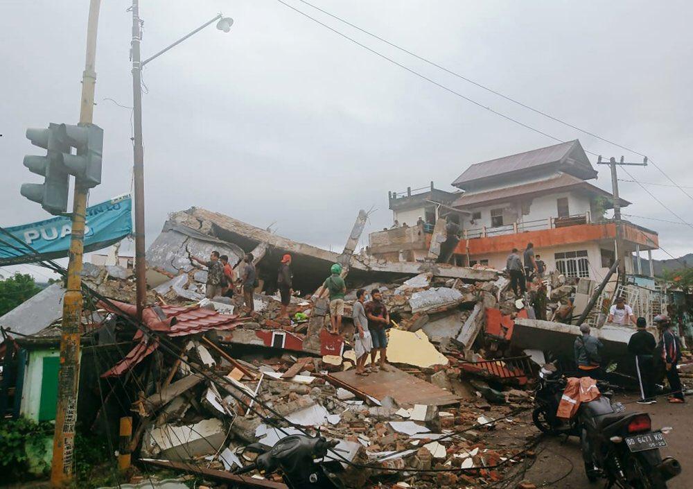 Terremoto de 6.2 sacude Indonesia.